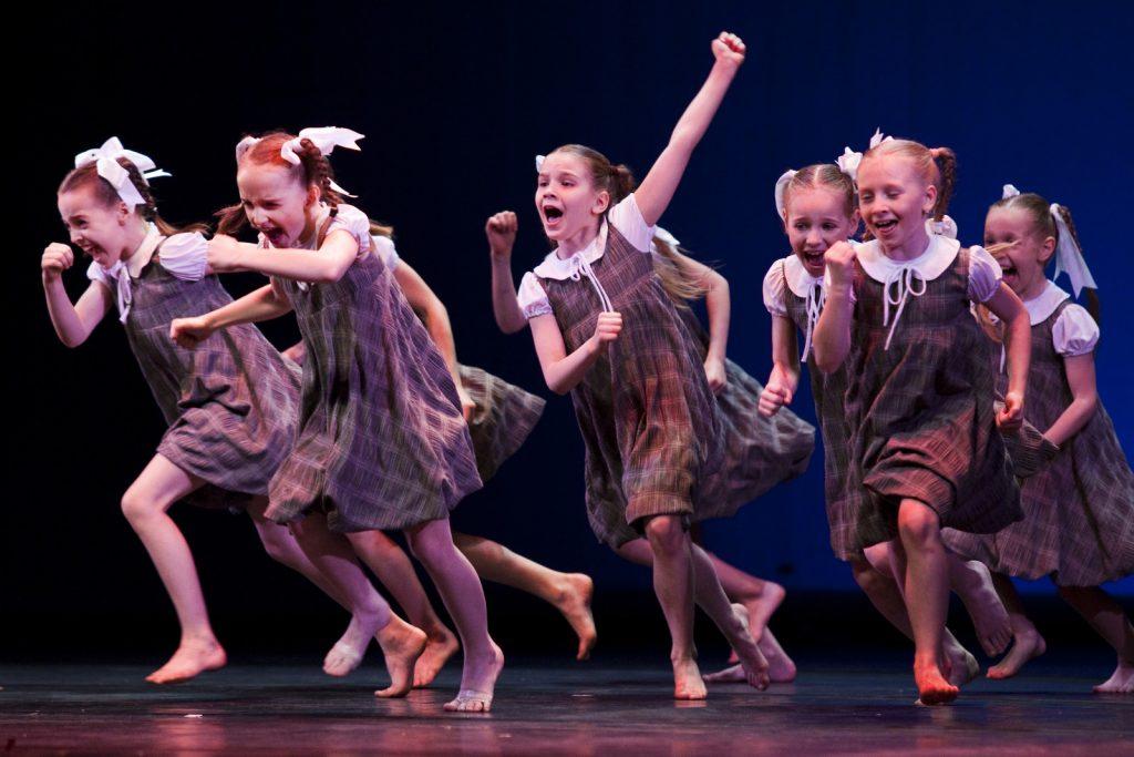 Ballet-helps-japan_013