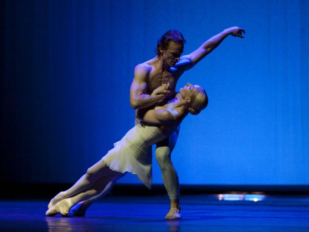 Ballet-helps-japan_017