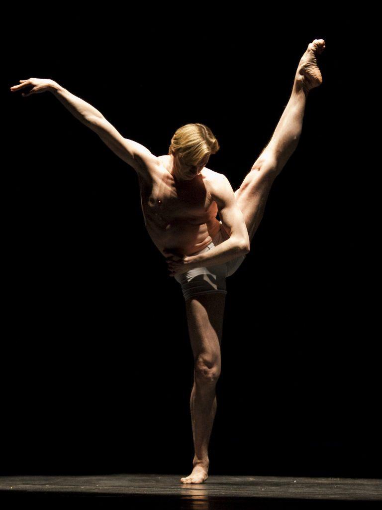 Ballet-helps-japan_080
