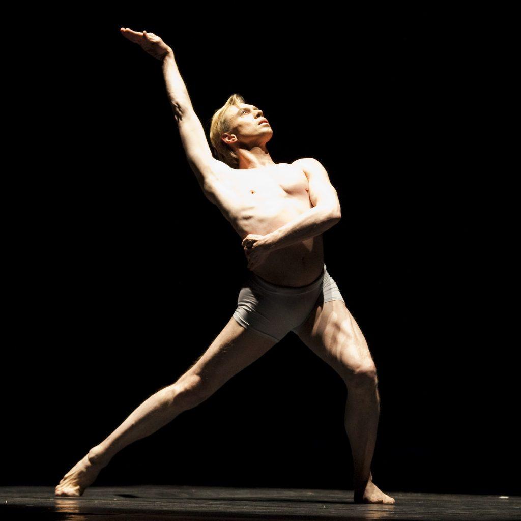 Ballet-helps-japan_081