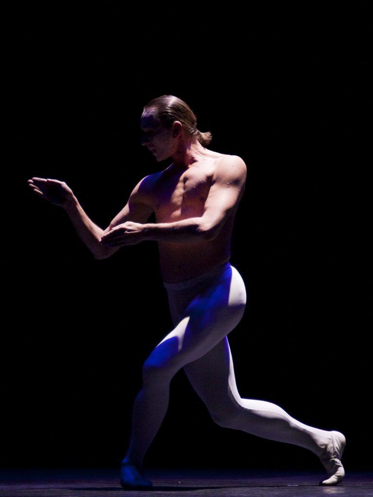 Ballet-helps-japan_093